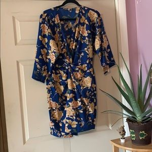 Wrap dress in blue with flowers in US 10